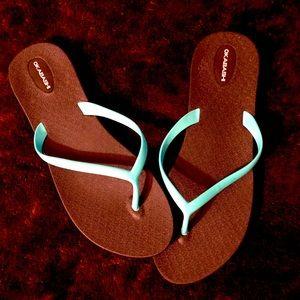OKABASHI turquoise and black flip flops!